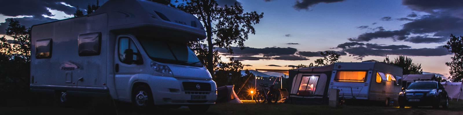 Staanplaatsen op een camping in de Ardèche