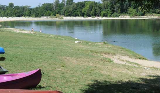 Camping au bord d'un rivière calme Ardèche